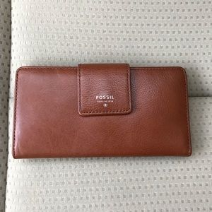 FOSSIL TAB CLUTCH WALLET TAN LEATHER